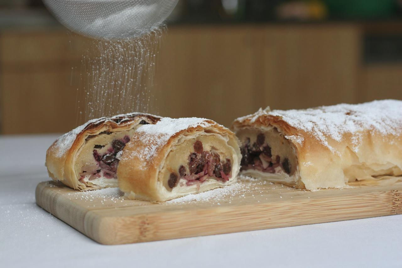 Cherry_Strudel_-_Leigh_picture